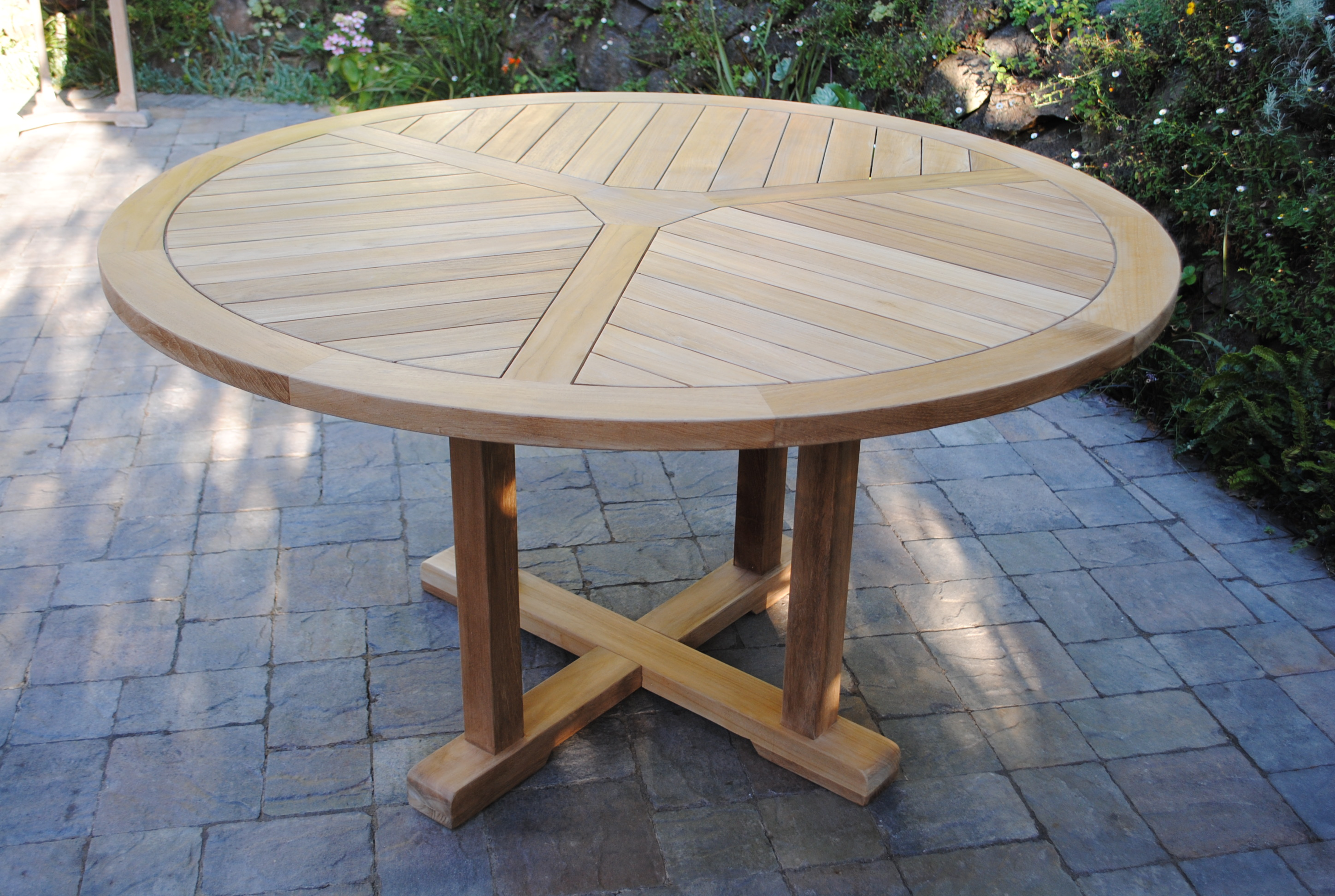 55″ Round Fixed Table