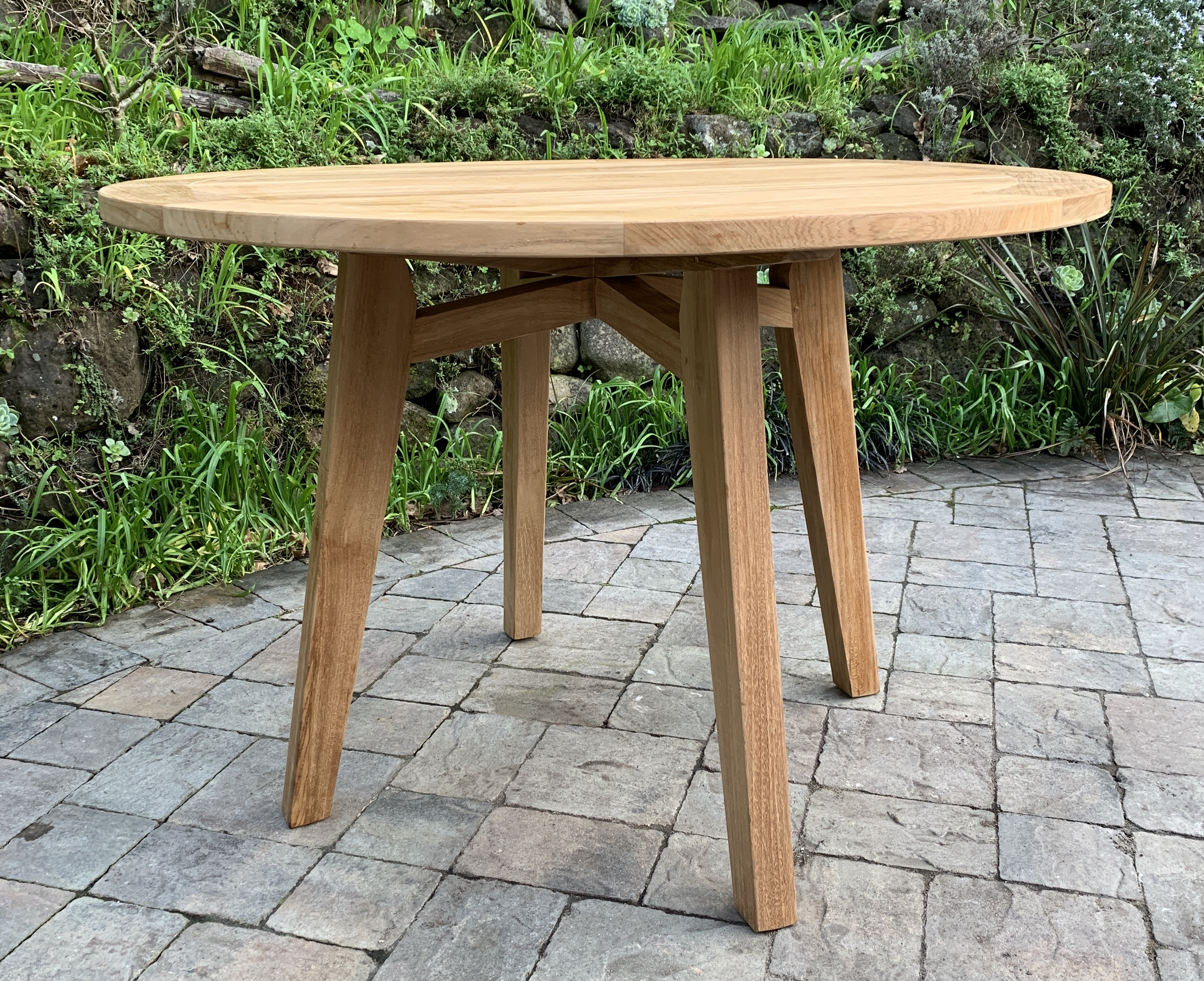 43″ Round Table